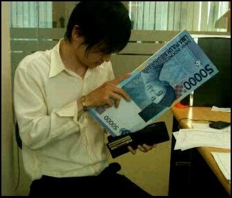 duit uang besar