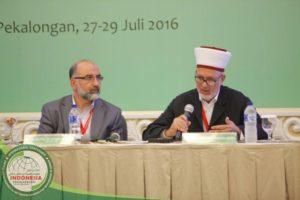 Syaikh Musthafa Abu Shway dari Palestina (kanan) dan Dr. Othman Shibly dari Amerika Serikat (kiri)